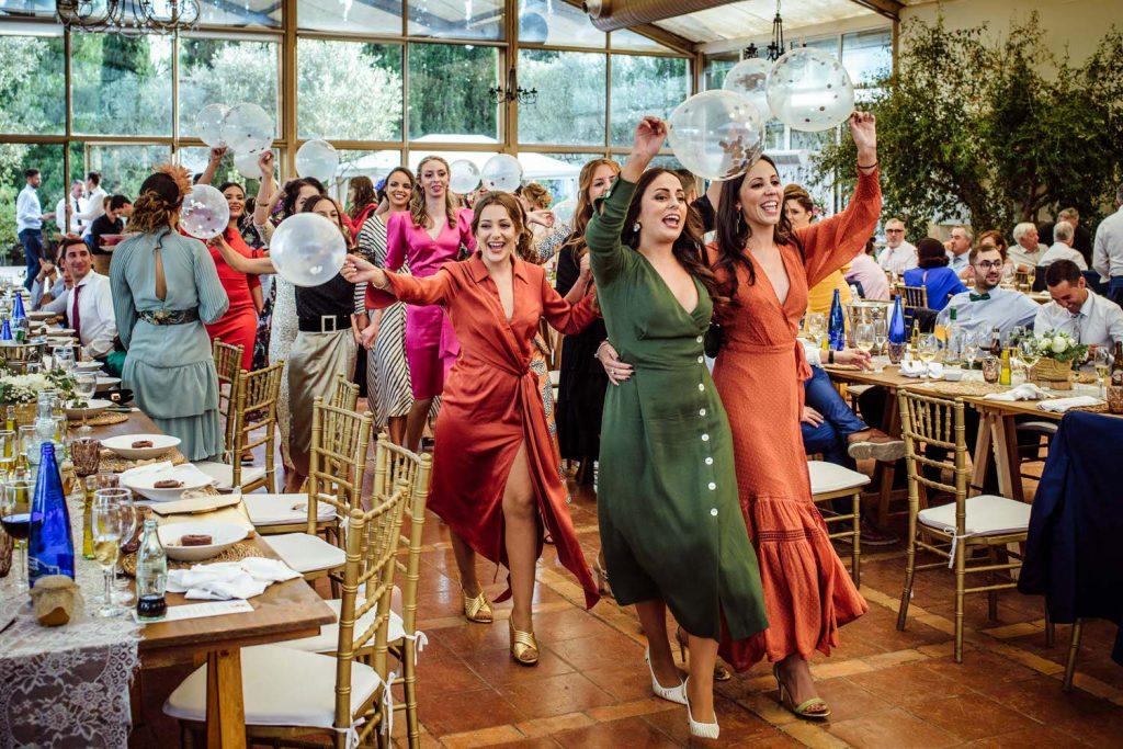 Sorpresa de las amigas en la boda de L' Alqueria de Galim.