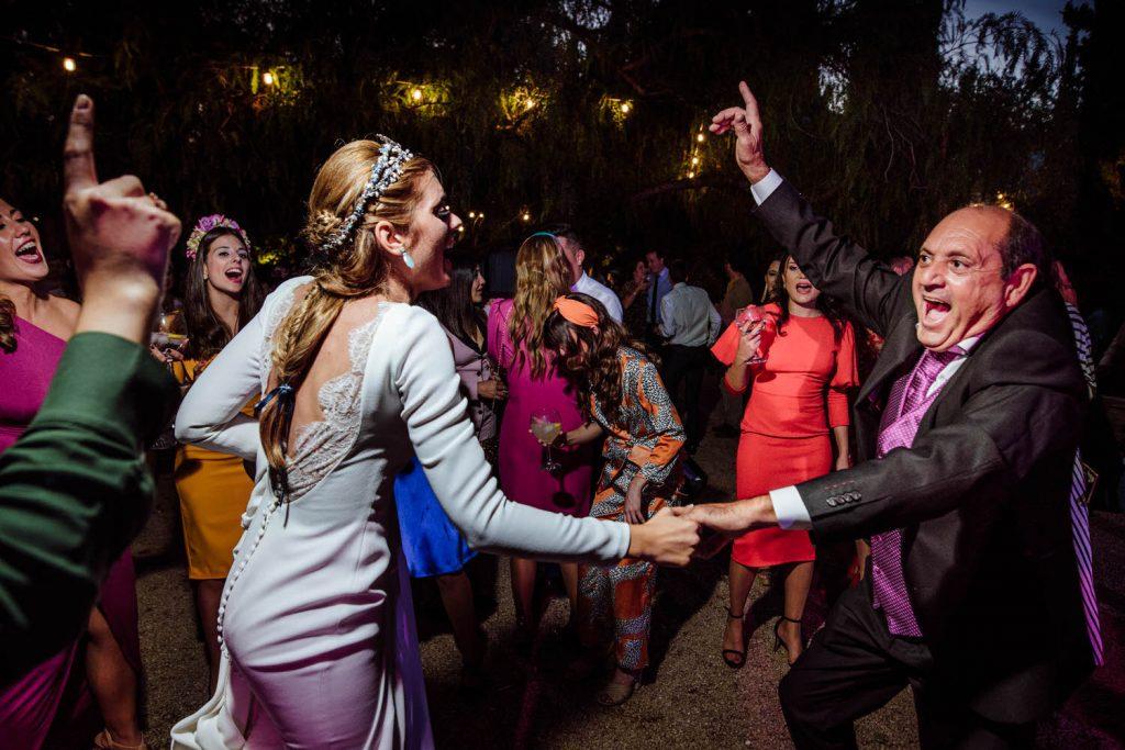 Los padres de la novia de fiesta en Amigas de la novia de fiesta en Padre de la novia de fiesta en la Desmadre en L' Alqueria de Galim.