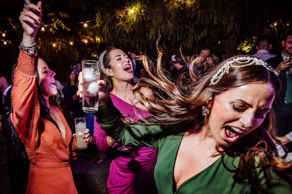 Amigas de la novia de fiesta en Novios de fiesta en Fiesta en la pinada de Los padres de la novia de fiesta en Amigas de la novia de fiesta en Padre de la novia de fiesta en la Desmadre en L' Alqueria de Galim.